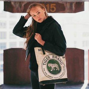 elephbo Tasche Recycelter Zementsack aus gewebtem Kunststoff Leder Raubkatze Tiger Löwe