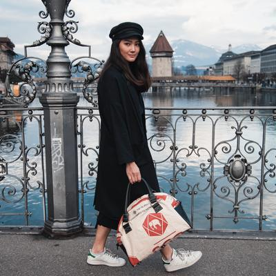 Model picture of bag07
